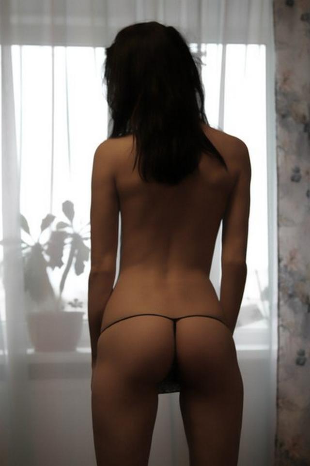 Подборка эротики и секса худощавой брюнетки с торчащими сосками 17 фото