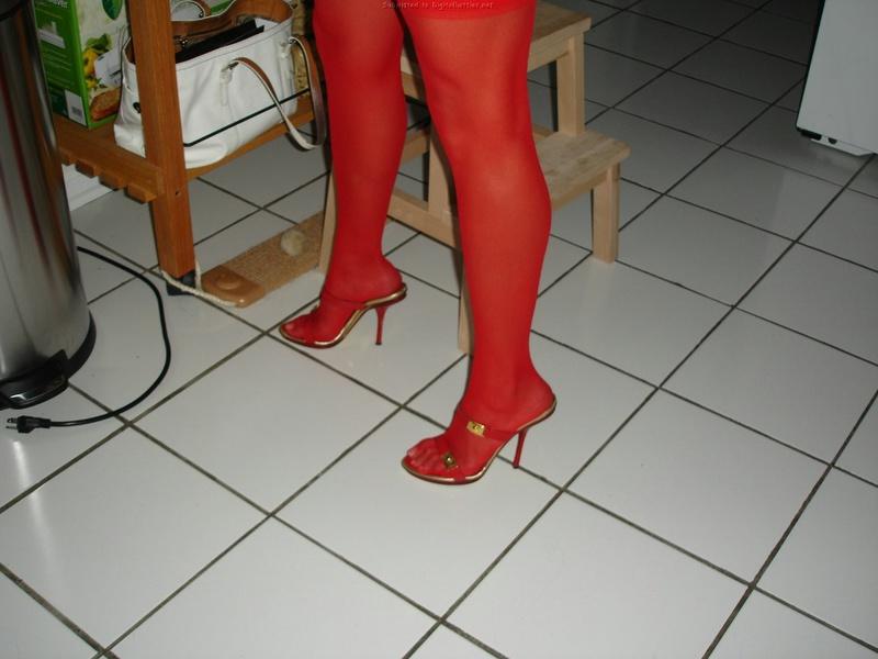 30летняя француженка в чулках соблазняет мужа на кухне 11 фото