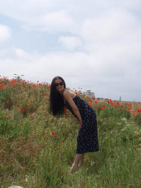 Сексапильная брюнетка обожает делать снимки на природе голышом 5 фото
