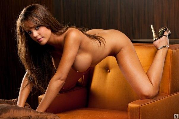 Самые красивые девушки показывают свои большие сиськи 9 фото
