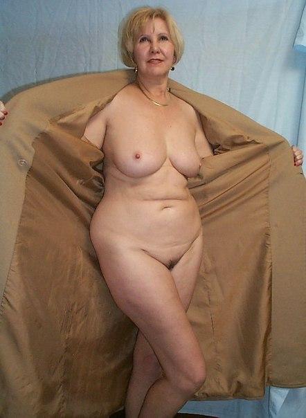 Мамочки с большими сиськами раздвигают ножки 8 фото