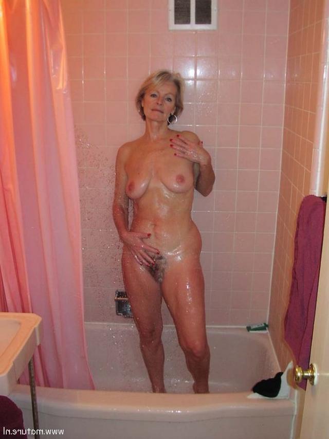 Подборка голых дамочек в домашних условиях 22 фото