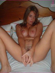 Вагинальный секс с полногрудой любовницей в спальне