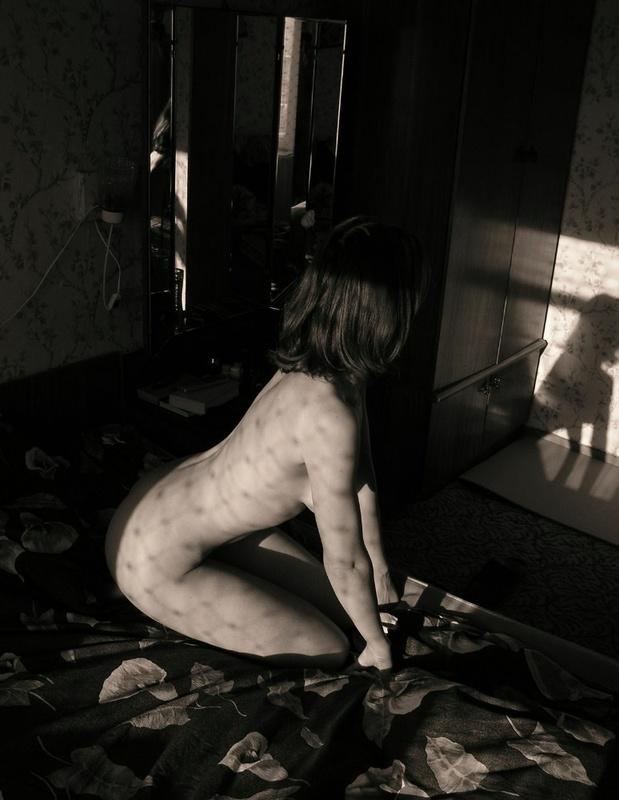 Провинциальная 22-летняя сучка позирует на камеру 5 фото