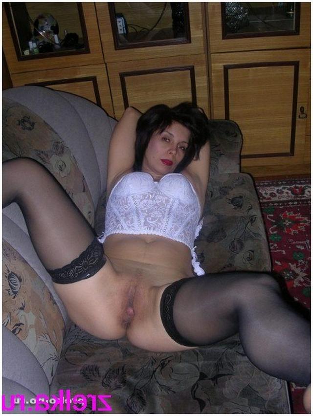 Грудастые мамаши расставили ноги и проветривают пизденки 12 фото