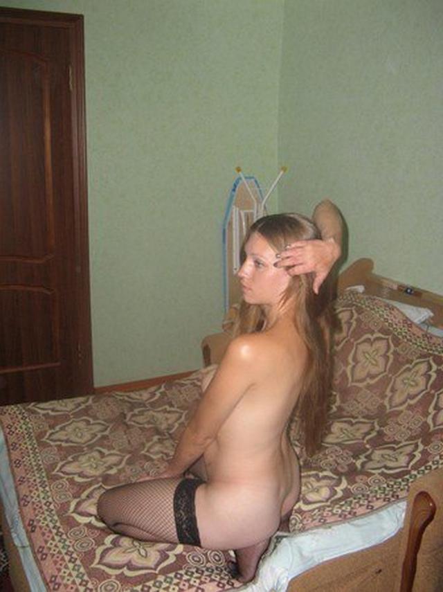 30летняя жена показывает стриптиз и отсасывает 3 фото