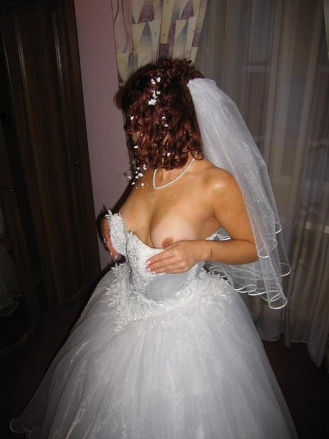 Невесты в гостинице показывают сиськи и разработанные пилотки 16 фото
