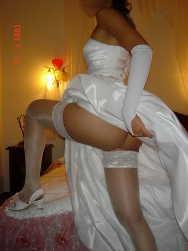 Невесты в гостинице показывают сиськи и разработанные пилотки 15 фото