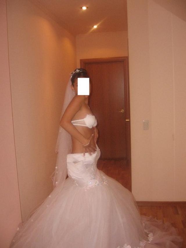 Невесты в гостинице показывают сиськи и разработанные пилотки 3 фото