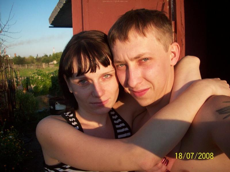 Молодая пара выложила домашние фото в сеть 1 фото