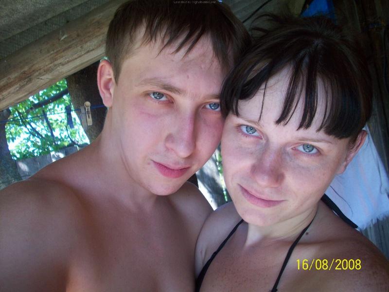 Молодая пара выложила домашние фото в сеть 2 фото