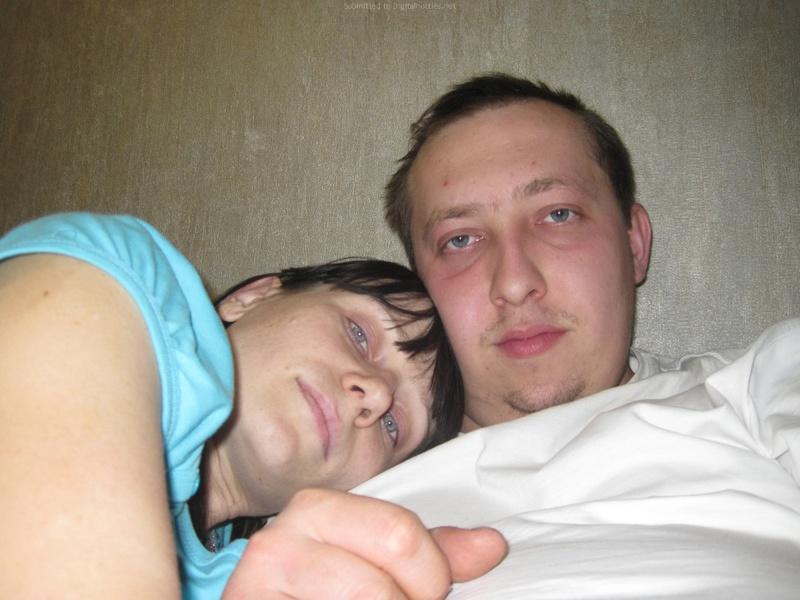 Молодая пара выложила домашние фото в сеть 11 фото