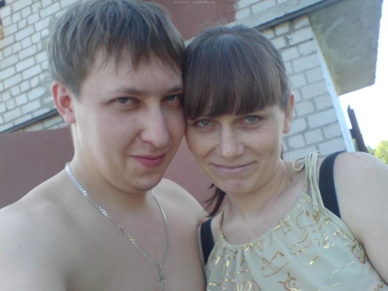 Молодая пара выложила домашние фото в сеть 4 фото