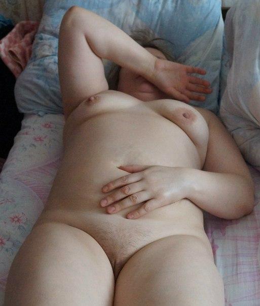 Пухлые бабы и молодые девчата выкладывают снимки 18+ в интернет