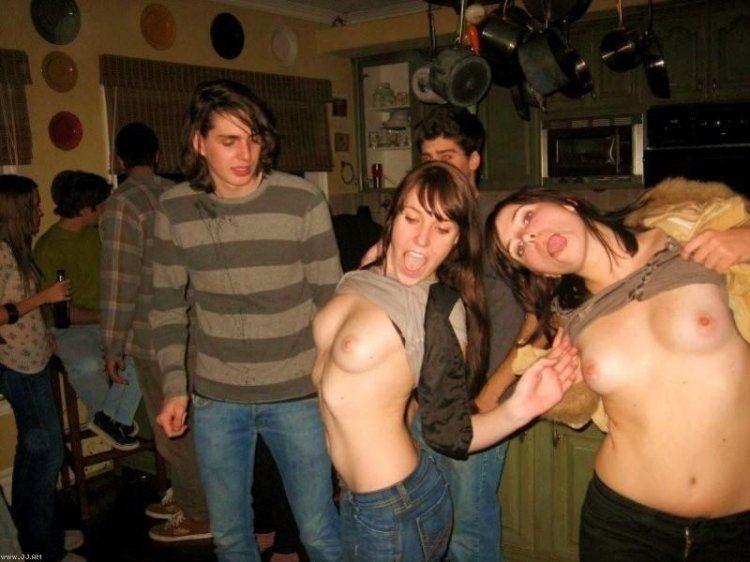 Молодые американки оголяются на пьяных тусовках 4 фото