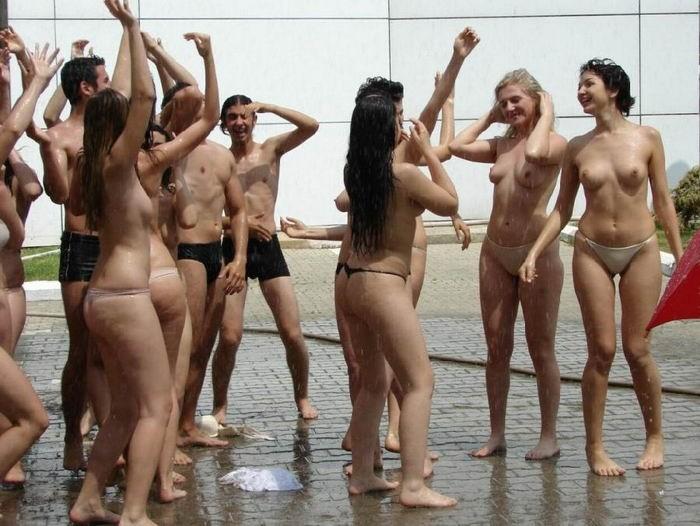 Молодые американки оголяются на пьяных тусовках 6 фото