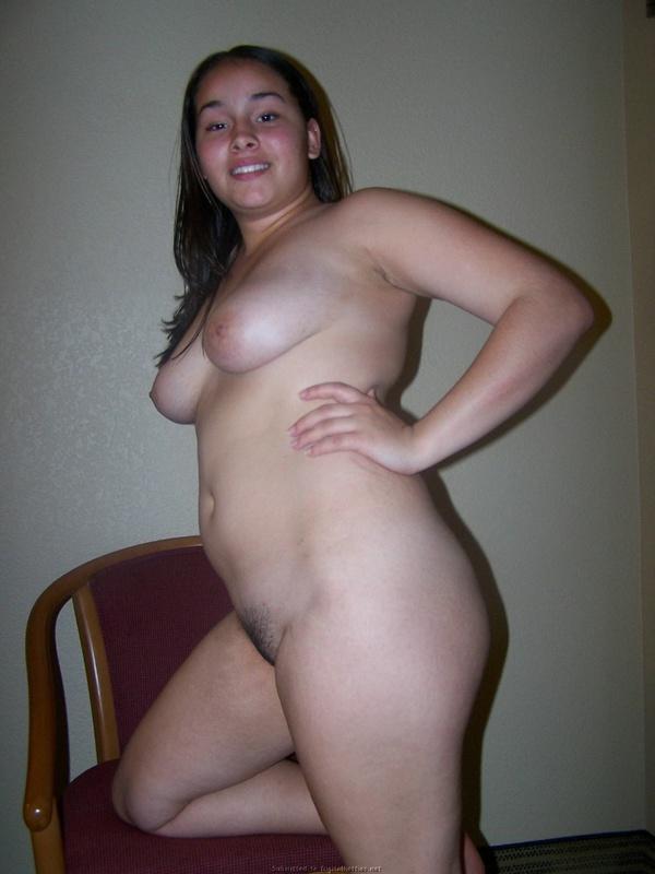 Пухлая 23-летняя девушка разделась догола 16 фото