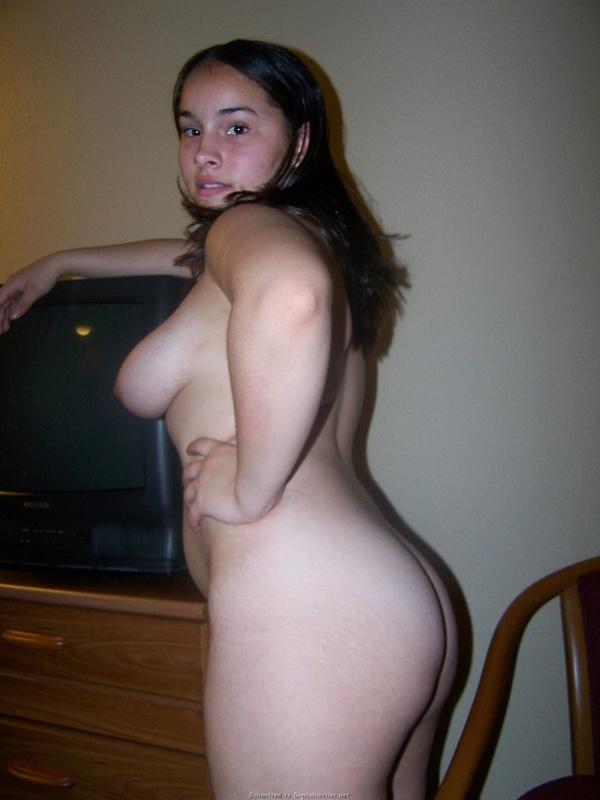 Пухлая 23-летняя девушка разделась догола 10 фото