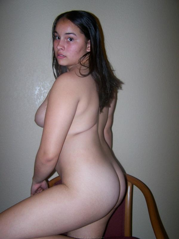 Пухлая 23-летняя девушка разделась догола 17 фото