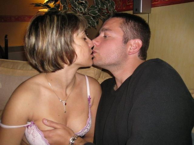 Ловелас дал любовнице за щеку и насадил ее на пенис 3 фото