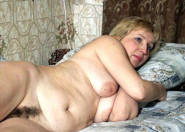 Подборка красивых мамаш дома голышом и в чулках 12 фото