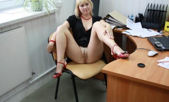 Секретарша проветривает пилотку в обеденный перерыв 4 фото