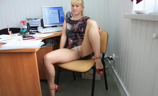 Секретарша проветривает пилотку в обеденный перерыв 6 фото
