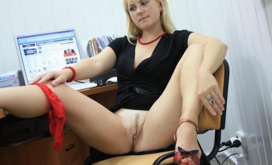 Секретарша проветривает пилотку в обеденный перерыв 9 фото