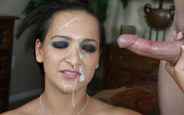 Девушки получают заряд спермы на свои лица 9 фото