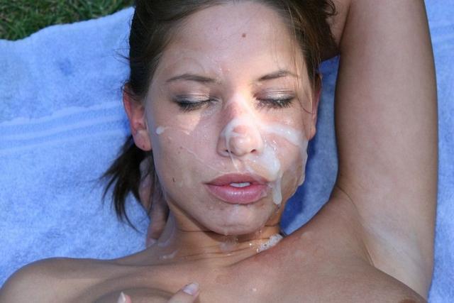 Девушки получают заряд спермы на свои лица 4 фото