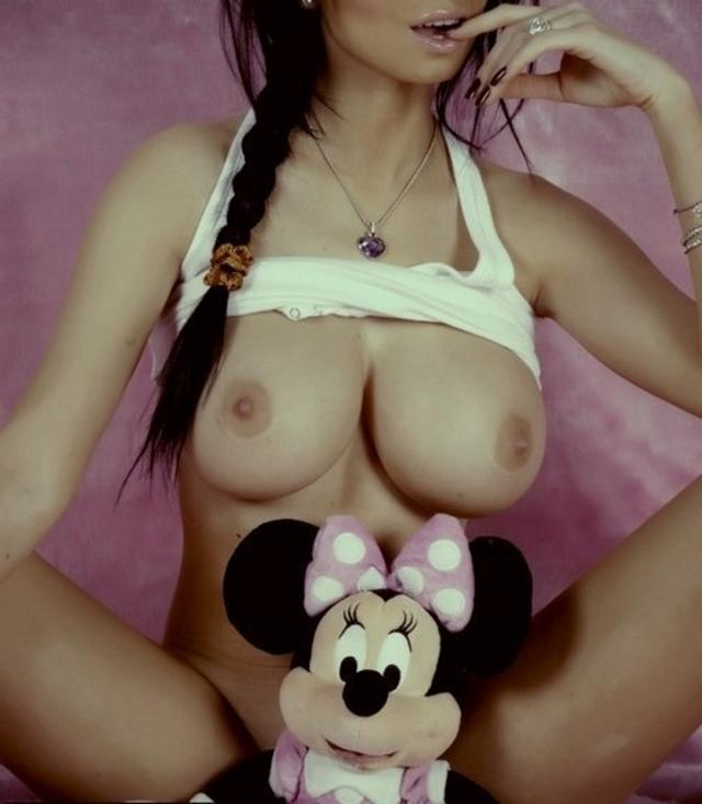 Молодые девки хвастаются голыми титьками 6 фото