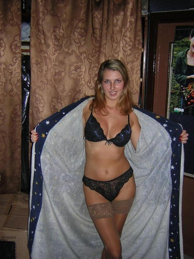 Молодые девки хвастаются голыми титьками 31 фото