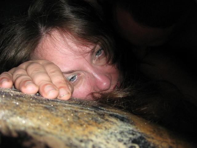 Давалка засунула плетку в пизду, а затем уселась ею на пенис 24 фото