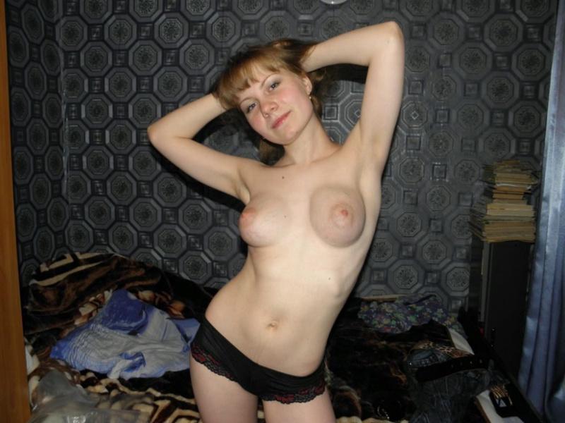 Обнаженная девка с кругленькими сисями 2 фото