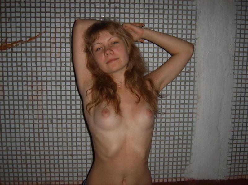 Обнаженная девка с кругленькими сисями 9 фото