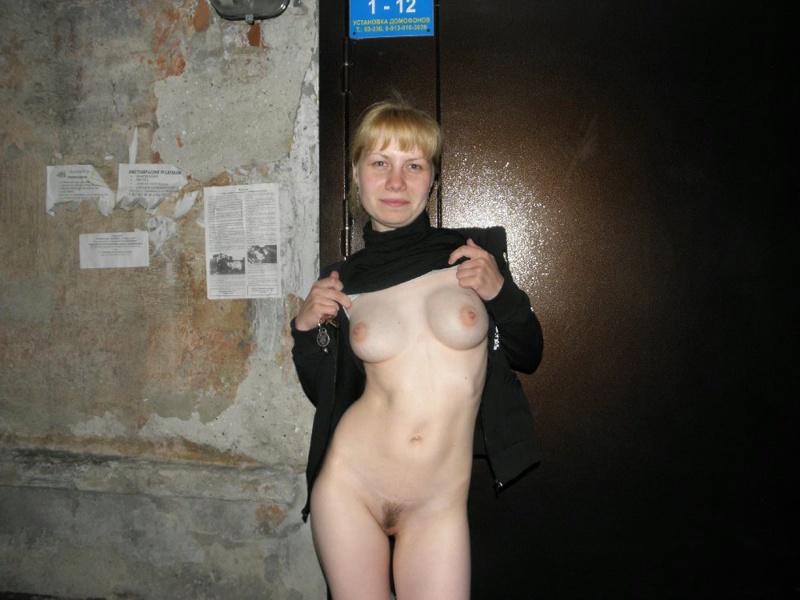 Обнаженная девка с кругленькими сисями 6 фото