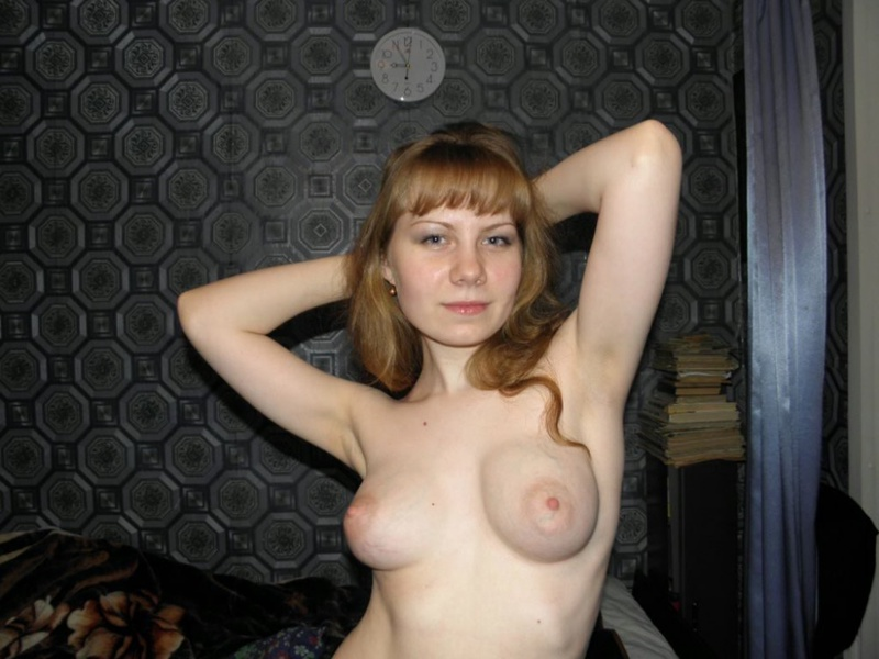 Обнаженная девка с кругленькими сисями 3 фото