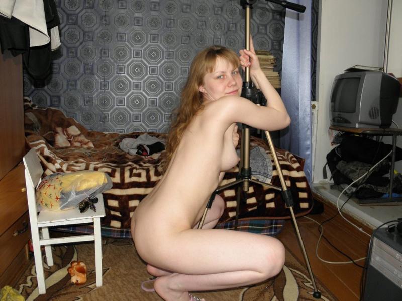 Обнаженная девка с кругленькими сисями 14 фото