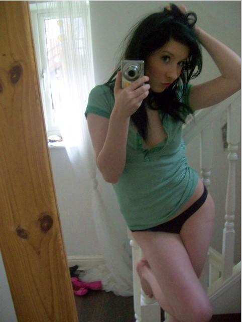 Девушки делают интимные селфи для своих парней 18 фото