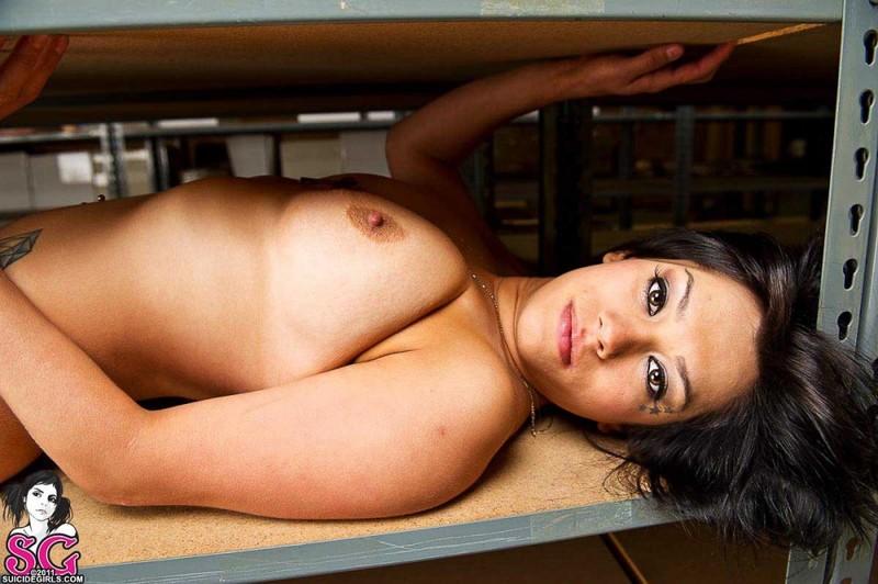 Сладкая работница раздевается до гола 24 фото
