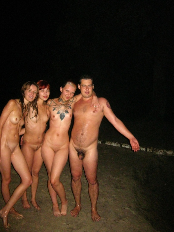 Сняли с другом девок и отжарил на природе 7 фото