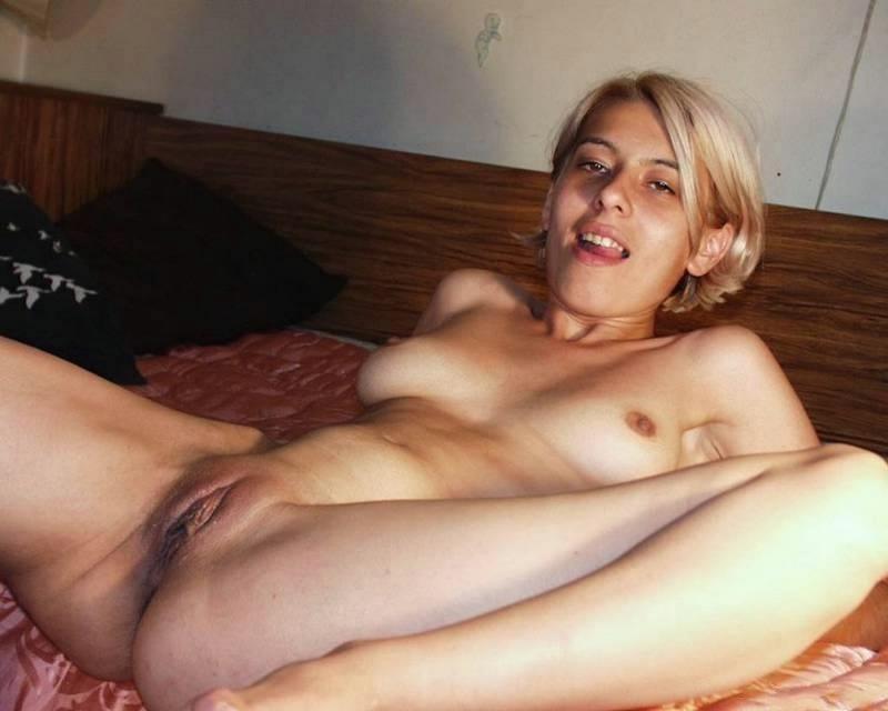 Замужняя блондинка отсасывает толстый член соседа 15 фото