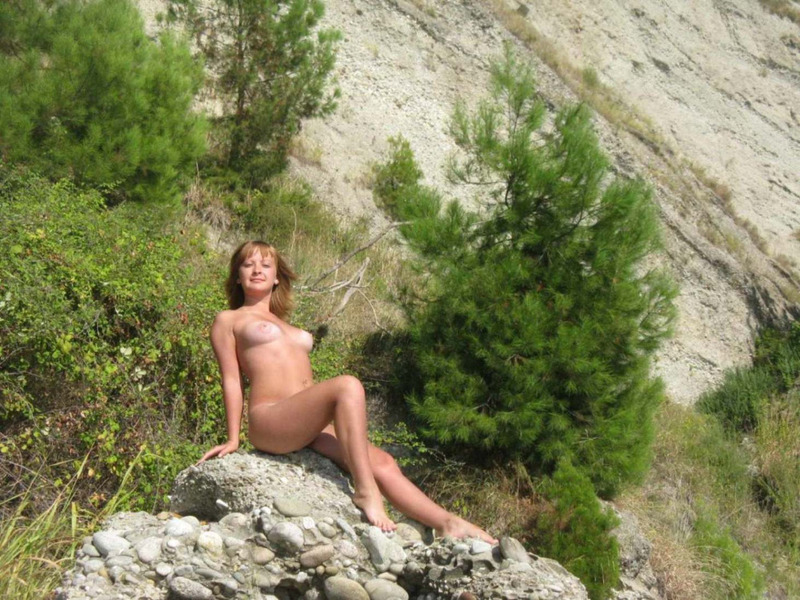 Загорелая россиянка с грудью 3-го размера на отдыхе в Крыму 17 фото