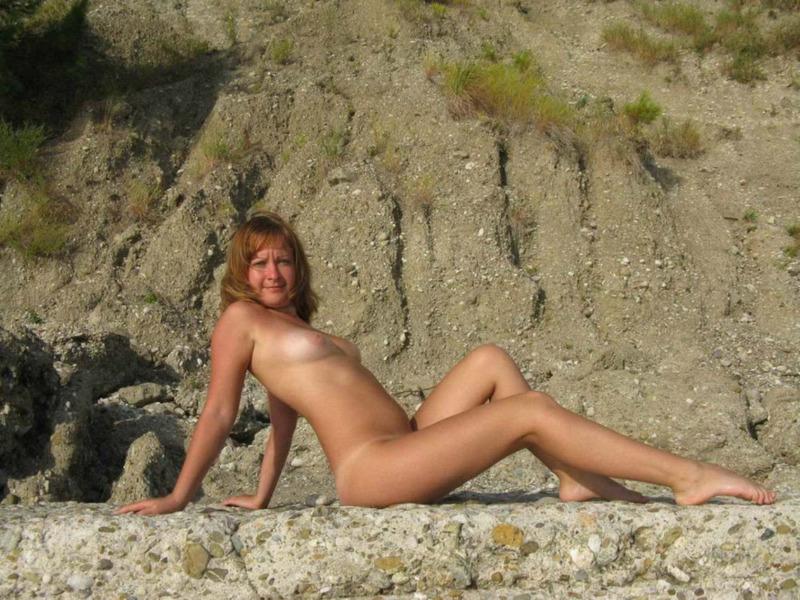 Загорелая россиянка с грудью 3-го размера на отдыхе в Крыму 14 фото