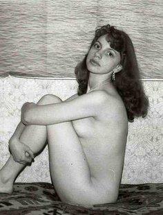 Голое тело на черно-белых снимках