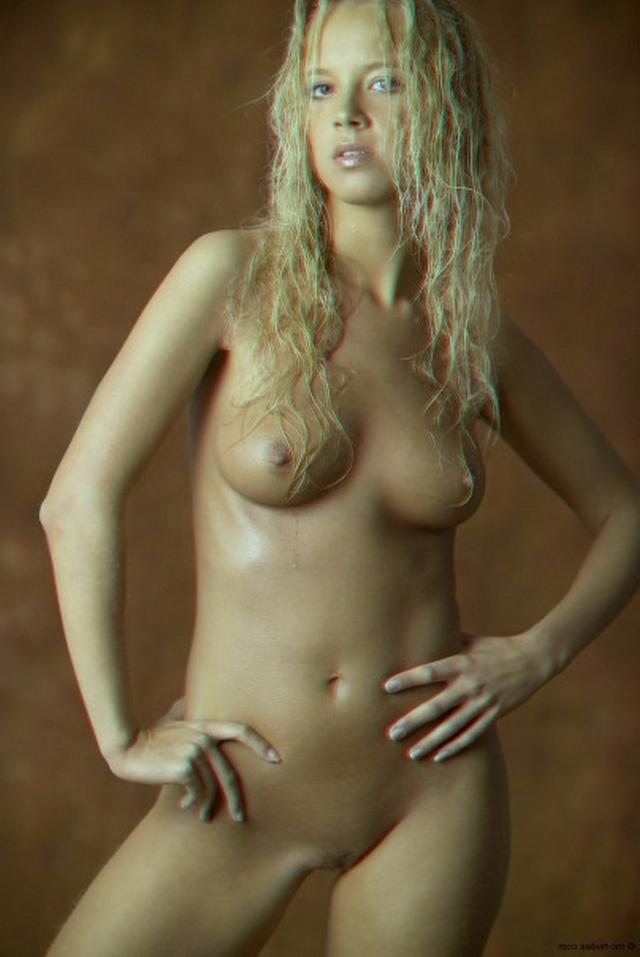 Красивая блондинка намазалась маслом и оголилась 19 фото
