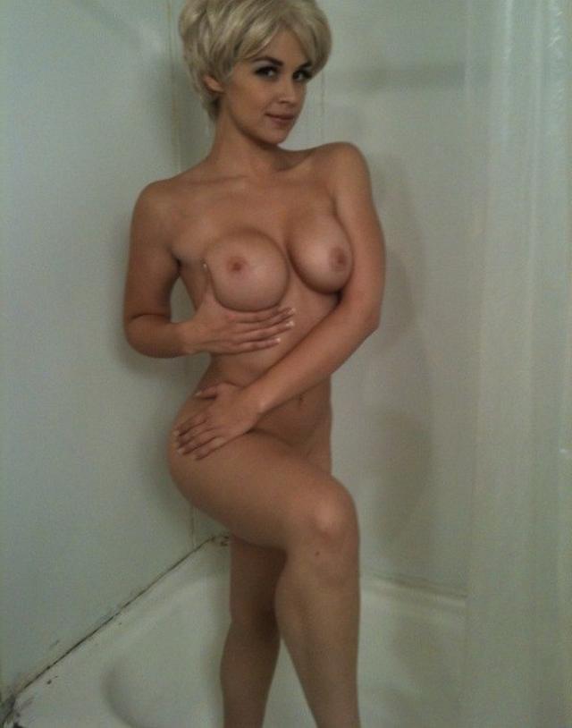 Сладкие задницы женщин очаровывают нас