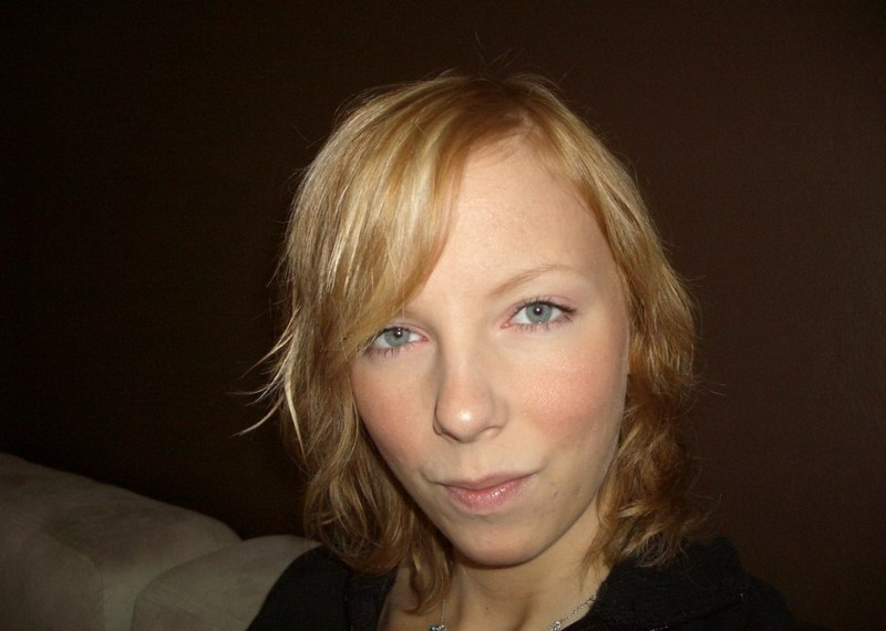 Парень развел блондинку на секс перед камерой 1 фото