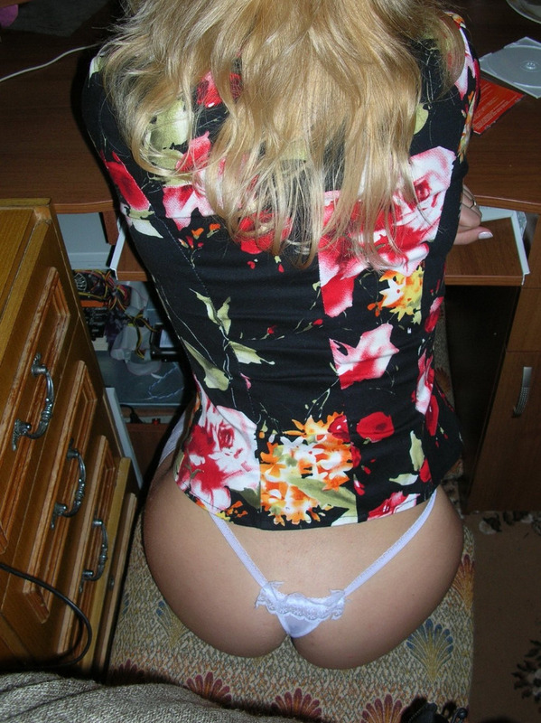 Русская домохозяйка сосет необрезанный член бабника, пока муж на вахте 16 фото