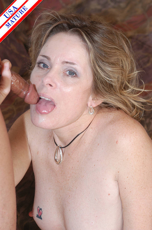 Голая бабка взяла в рот маленький член мужика 9 фото